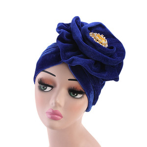 Image 3 - Helisopusใหม่เข็มกลัดโลหะVelvet Turbanสุภาพสตรีสุภาพสตรีมุสลิมผ้าพันคอHijabอินเดียหมวกBonnet ChemoหมวกElegantอุปกรณ์เสริมผม