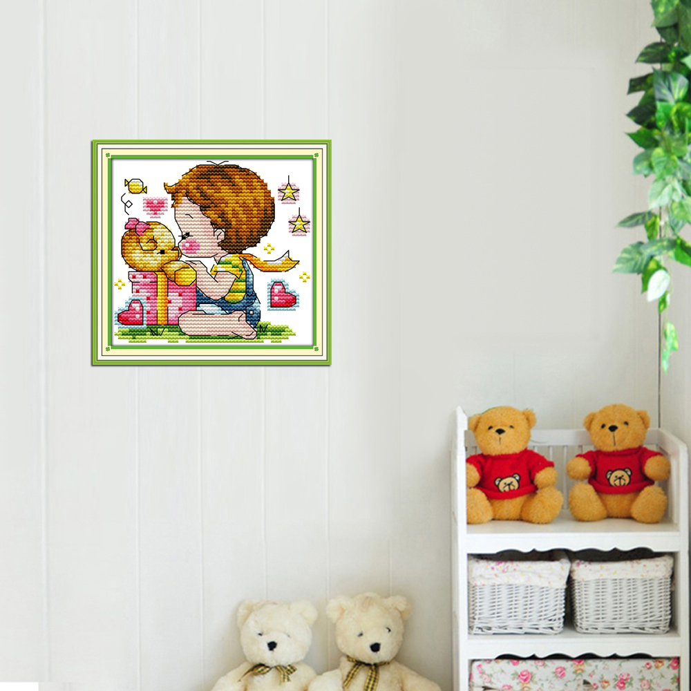 Alegría Domingo estilo de dibujos animados beso el oso de peluche ...