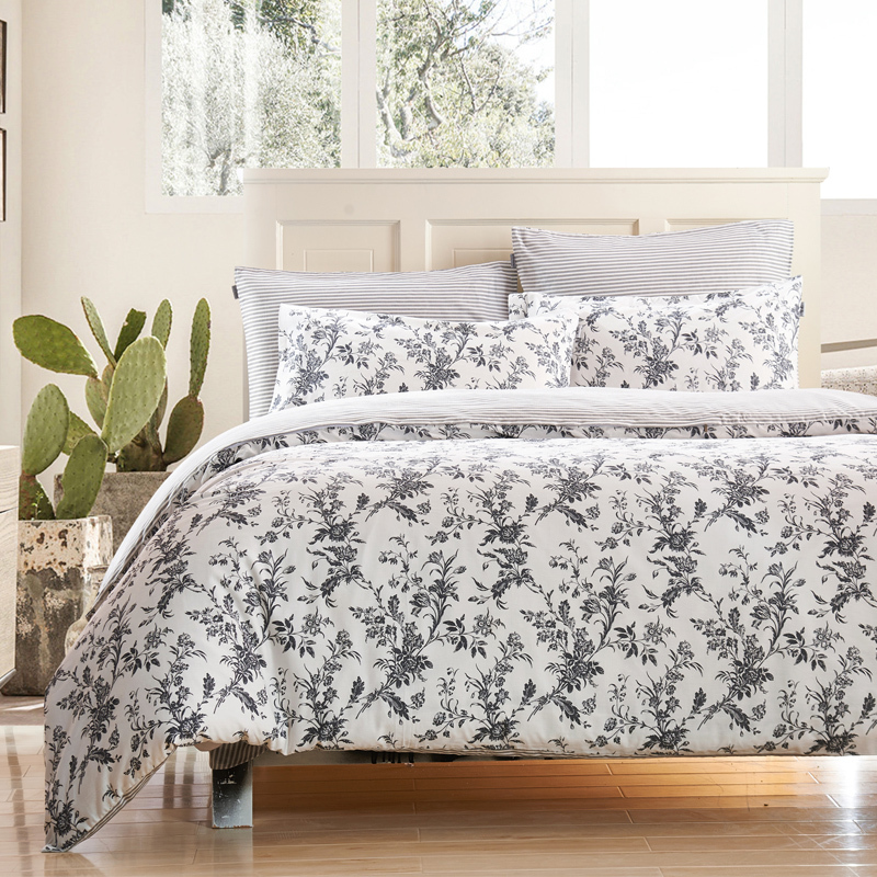 black and white flower duvet covers sweetgalas. Black Bedroom Furniture Sets. Home Design Ideas