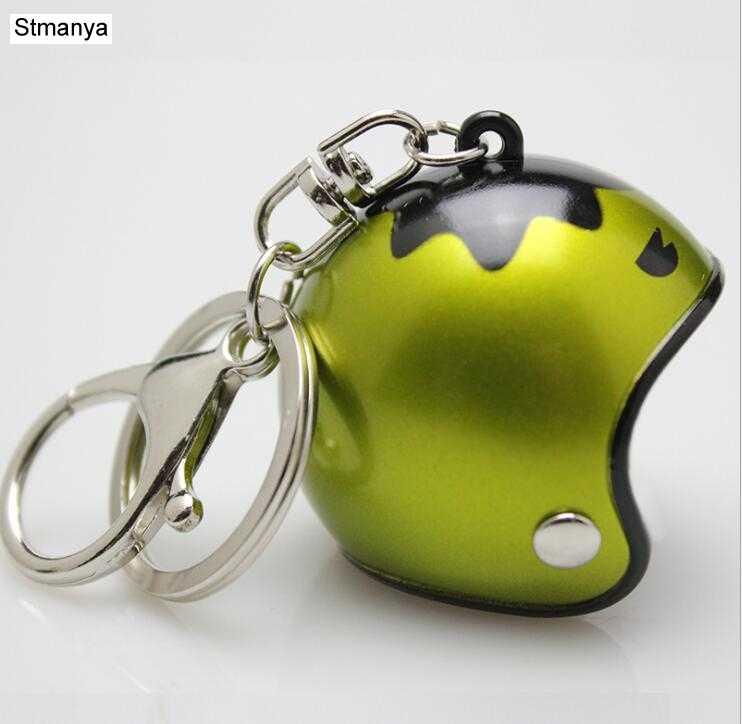 خوذة رائعة سلسلة مفاتيح للدراجة النارية من البلاستيك سلسلة مفاتيح لطيفة للرجال حامل مفاتيح للنساء حلقة مفاتيح عصرية مناسبة كهدية في حقيبة السيارة