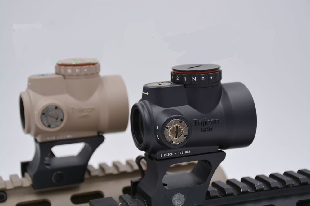 Red Dot Reticle Holographic Sight Triji style Gun Rifle Optics For Airsoft Black Low Mount+QD Mount With Plastic Gift BoxRed Dot Reticle Holographic Sight Triji style Gun Rifle Optics For Airsoft Black Low Mount+QD Mount With Plastic Gift Box