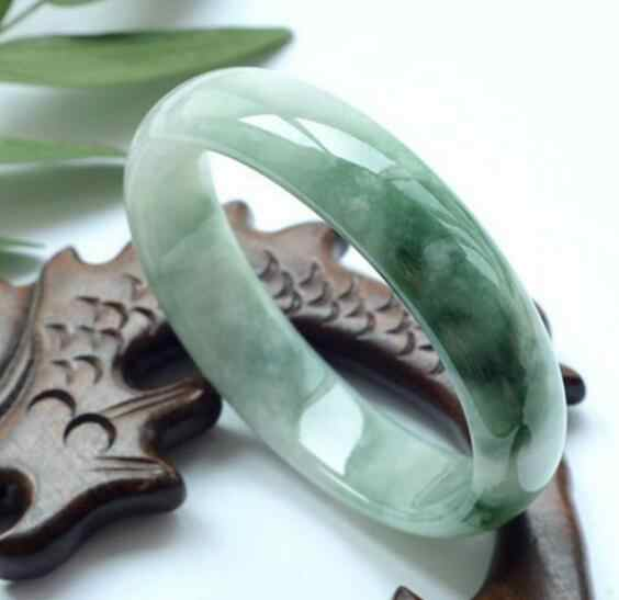 หยกพม่าธรรมชาติแท้สตรีรอยัลผ้าไหมดอกไม้เต็มสีเขียวสร้อยข้อมือ