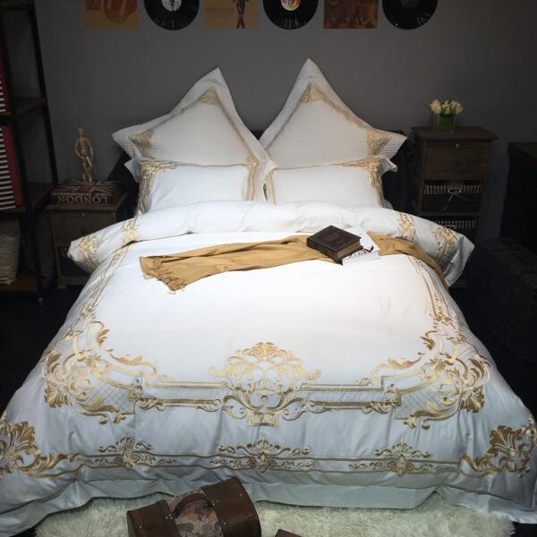 Di alta qualità in europa royal court palace stile fiori 2017 nuovo design 100% cotone ricamo colore bianco 4 pz 6 pz set di biancheria da letto