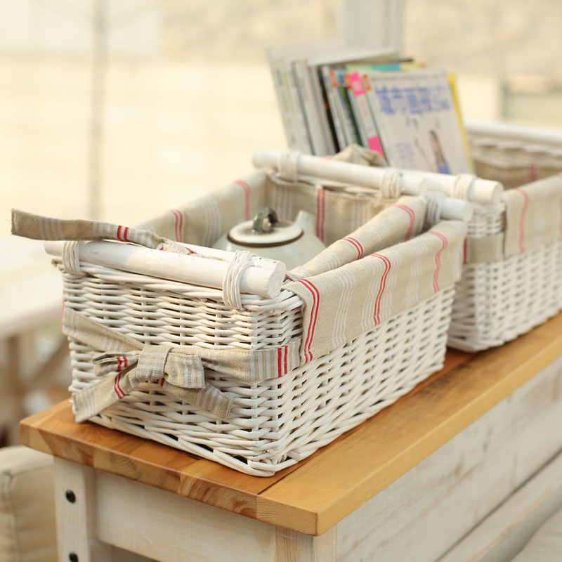 Beautiful Novelty Household Storage Organizer Wicker Baskets with Wood Handles for Sundries as New Year and Christmas Gifts