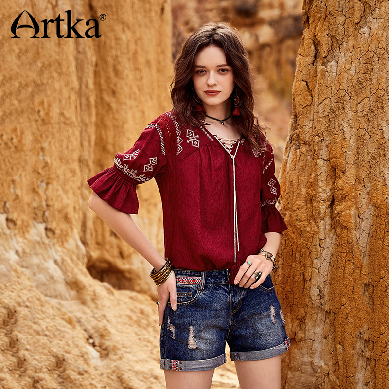 ARTKA 2018 Summer New Women Cotton Vintage Weaving All-match Hole Rolled Straight Denim Shorts  KN10781X
