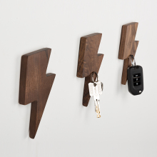 Wall Smart Creative Key Hook Wall Hanging Strong Magnet Key Suction Porch Solid Wood Refrigerator Key Storage Wall Decoration