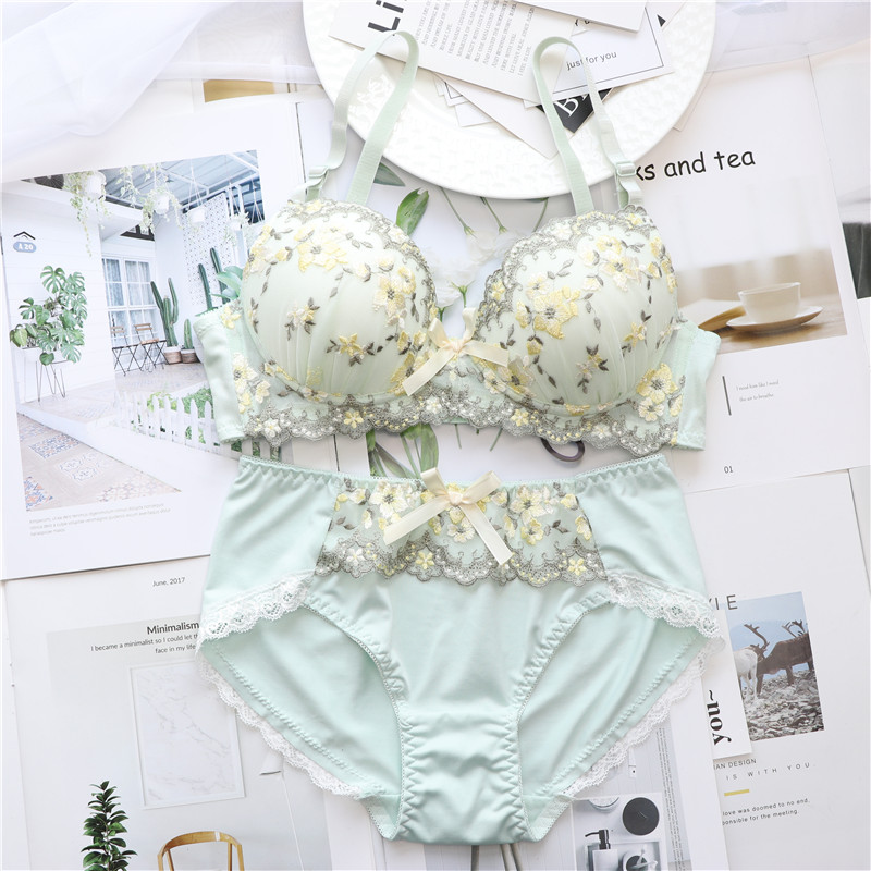 Embroidery Floral Cutie Bow Lolita Style Wireless   Bra     Sets   ABCD cup