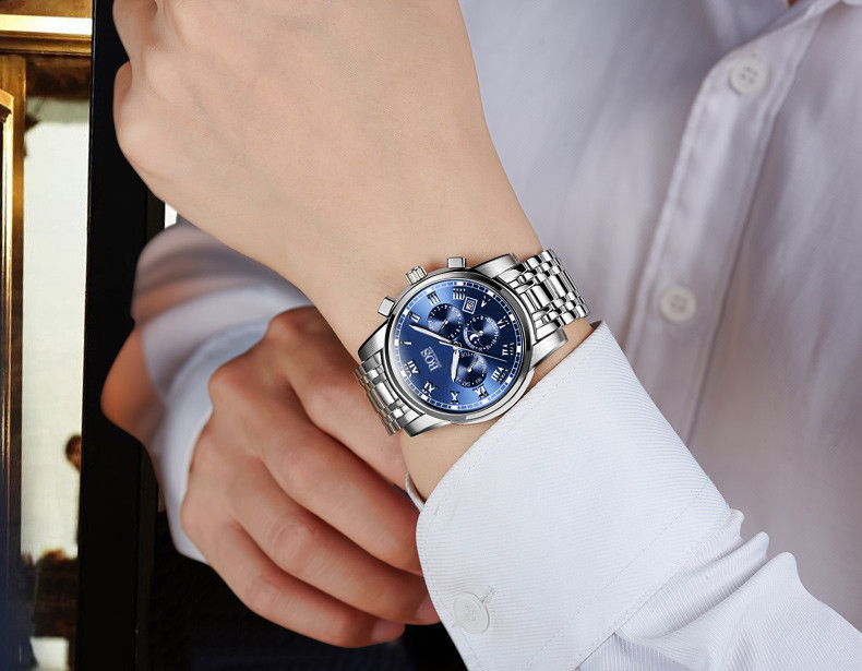 Dress watch — это часы представительского класса с простым белым циферблатом, строгим дизайном, чёрным кожаным ремешком, без каких-либо излишеств.