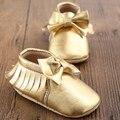 Nuevos diseños de las borlas del oro blanco cuero de la PU de los zapatos de bebé Sapato Bebe Unisex primeros caminante del niño mocasines zapatos infantiles