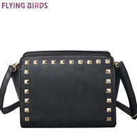 Pájaros de vuelo 2018 moda remache mujeres Messenger bolsas de hombro famosa marca mujeres bolso de cuero señoras Cross Body Bag LS4664