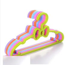 5pcs/lot 30cm plastic child hanger baby racks slip-resistant seamless clothing support baby clothes hanging