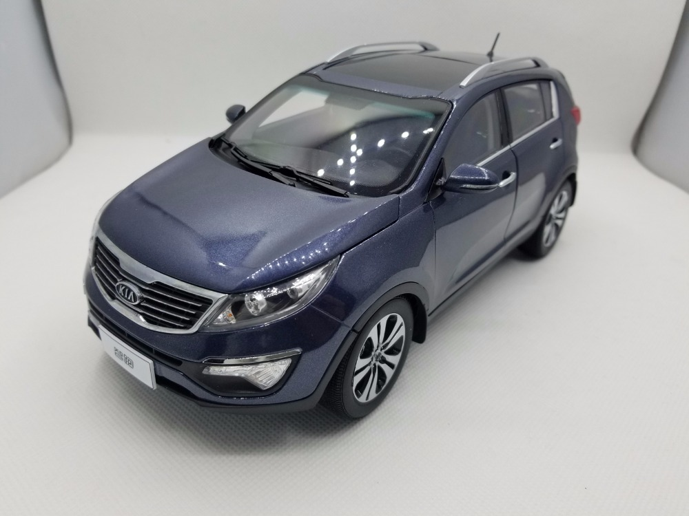 1:18 Diecast Model for Kia Sportage R 2011 Blue SUV Rare Alloy Toy Car Miniature Collection Gifts rare gemini jets 1 72 cessna 172 n53417 sporty s flight school alloy aircraft model collection model