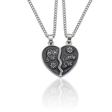 2 Pieces / Set Of Letters Big Sis Light Pendant Necklace Ladies Puzzle Heart-Shaped Silver Chain Best Sister Jewelry