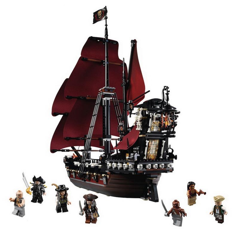 New LEPIN 16009 1151pcs Queen Anne's revenge Pirates of the Caribbean Building Blocks Set Compatible with Legoe 4195 lepin 16009 caribbean blackbeard queen anne s revenge mini bricks set sale pirates of the building blocks toys for kids gift