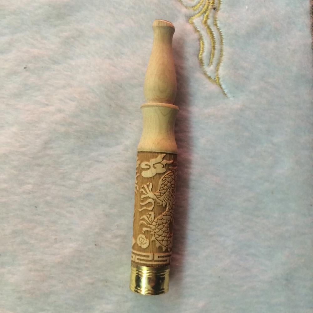 Čínské přírodní dřevěné řezbářské broušení arenaceous dřevo Anaglyph drak socha cigaretový držák a potrubí v ústech