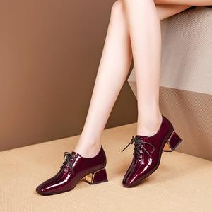 Image 4 - נשים קיץ עקבים גבוהים אופנה עור אמיתי משאבות אביב עבה נעלי עקבים כיכר טו שרוכים העקב אישה נעלי 2020