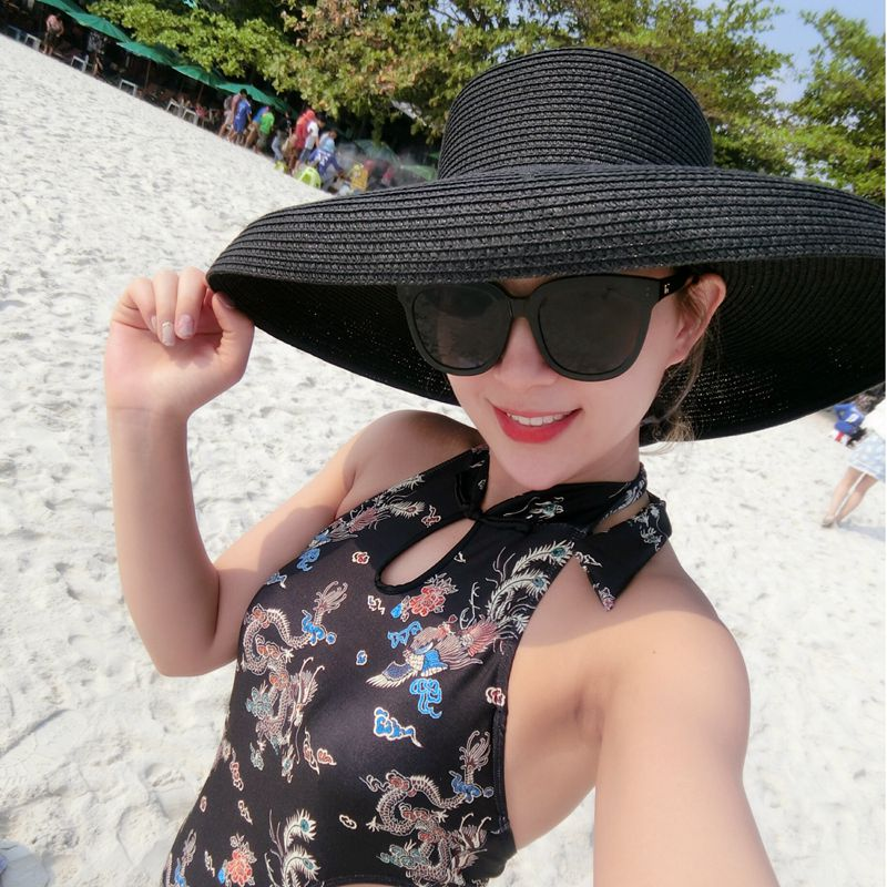 4c4e91b3 Audrey Hepburn straw hat sunken modelling tool bell shaped big brim hat  vintage high pretend bility tourist beach atmosphere-in Sun Hats from  Apparel ...