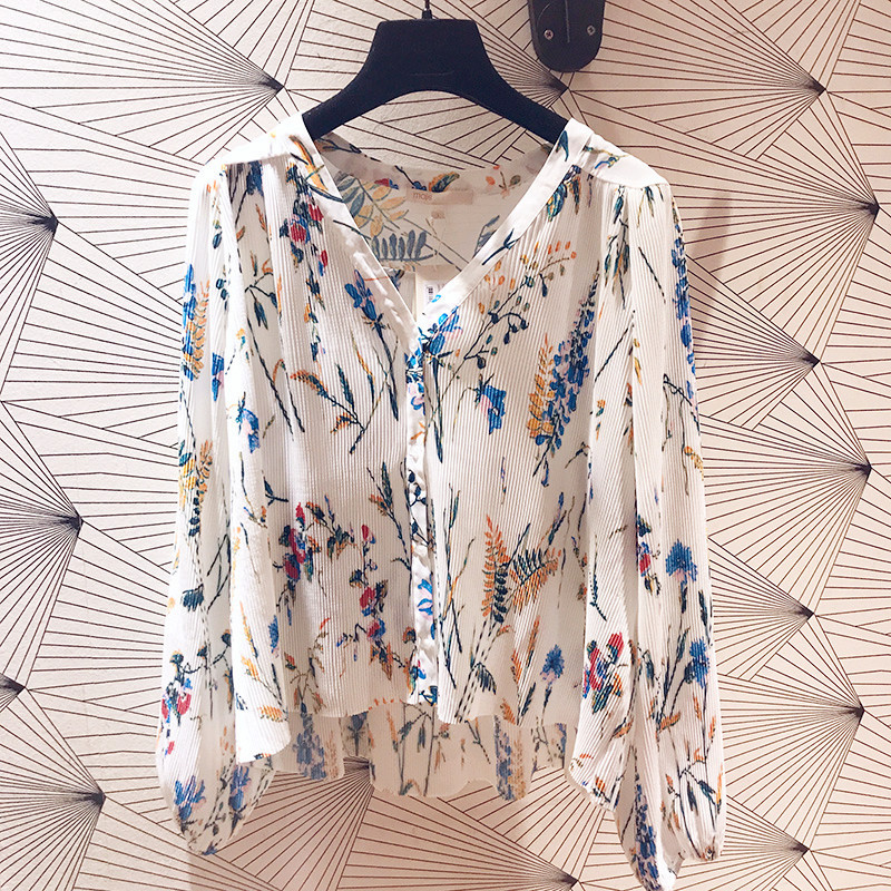 Women Shirt 2019 Spring and Summer New Loose Casual Chiffon Floral V neck Pleated Shirt