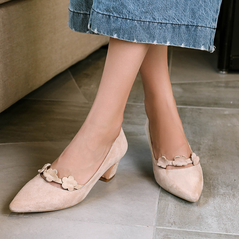 ФОТО Women's Med Heel Comfortable Pumps Pointed Toe Flower Slip-on Heeled Shoes for Women Genuine Leather Brand Designer Ladies Heels