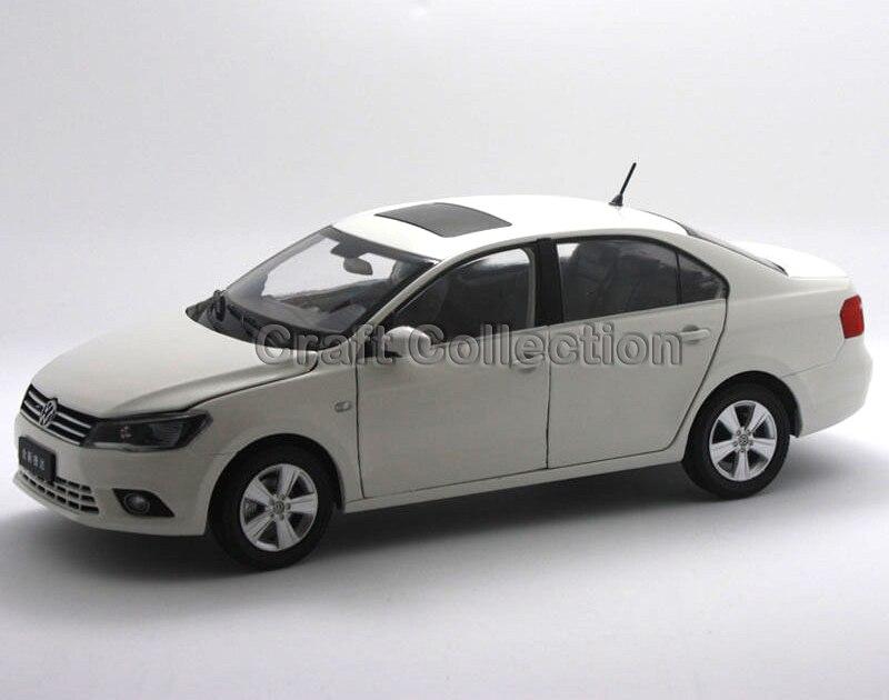 * White 1:18 Volkswagen VW Sagitar 2012 Jetta Euro Diecast Model Car Metal Sedan Modell Autos Festival Gifts Mini Vehicle