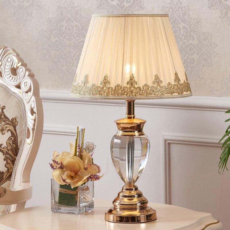 Lampe de bureau en cristal d'étude brève lampe de table en cristal moderne interrupteur de décoration en chrome de mariage lampe de table led avec grand abat-jour