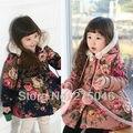 Бесплатная доставка Зима новый детская одежда девушки печати теплый с капюшоном хлопка-проложенный одежды детская пальто