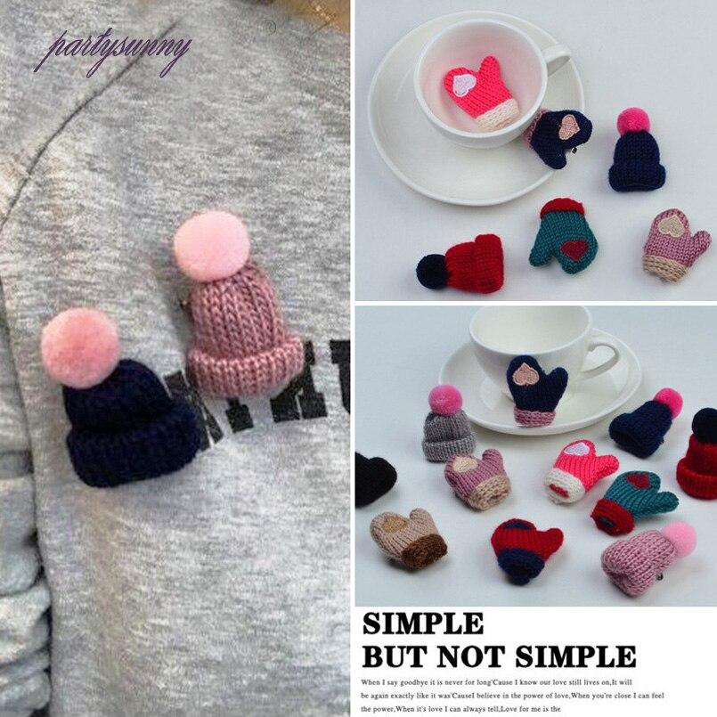 PF Korean Christmas Style Brooches Knitted Hat Pins All-match Clothing Accessories Glove Cartoon Brooch Women Dress Shirt TS2759