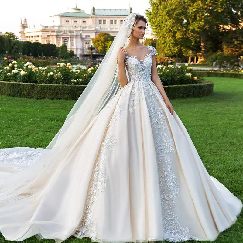 Gorgeous Lace Ball Gown Wedding Gowns Luxury Beaded Sheer Bateau Neck Appliqued Bridal Gowns Cathedral Vestido de novia