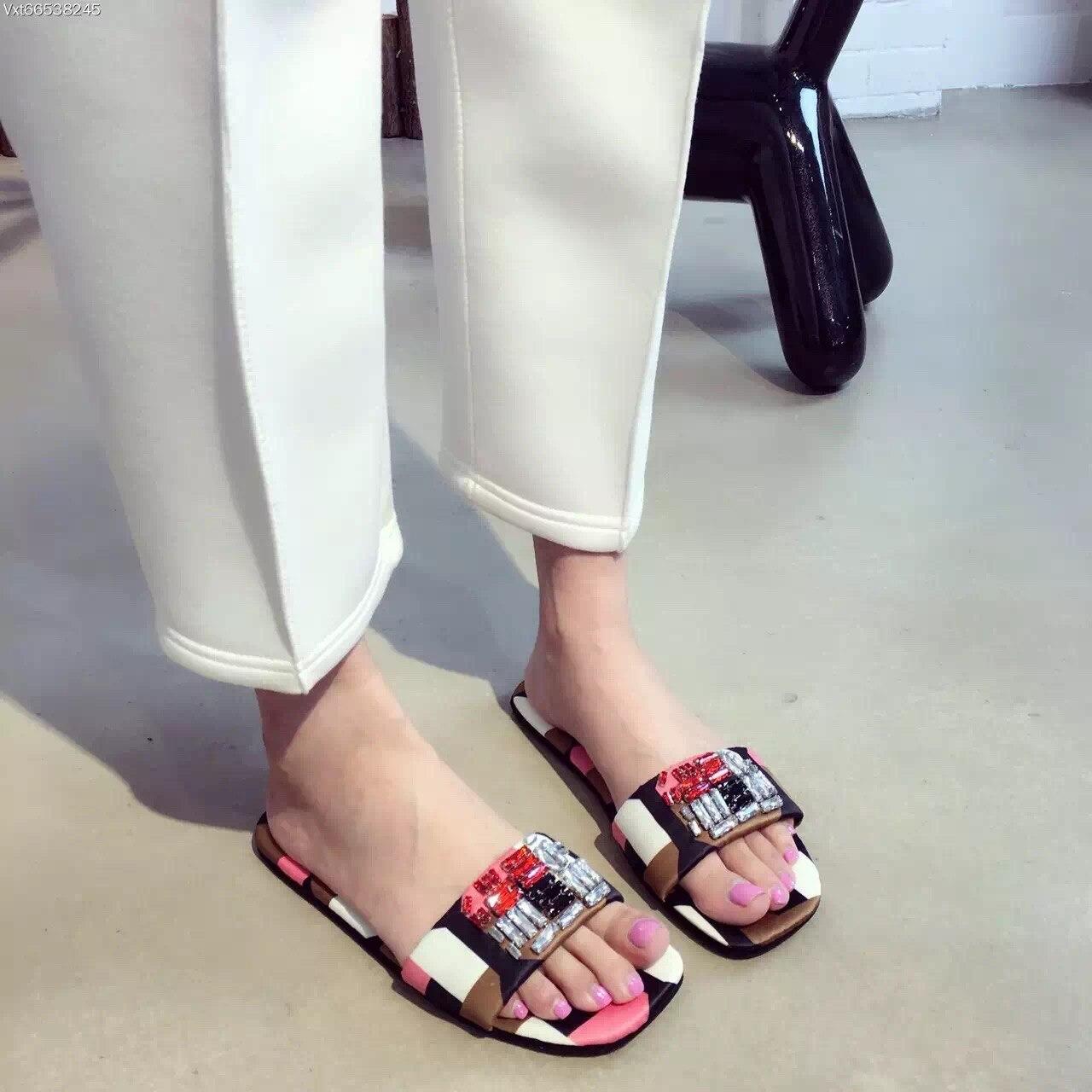 Pantofla të sheshta mëndafshi të sheshtë verë këpucë të sheshta Dizajn luksoz Cristal Sandals Bling pantofla sandale pantallona të gjera femme