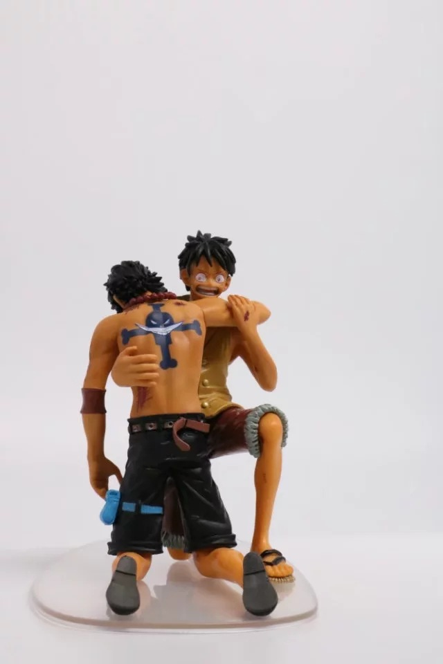 anime one piece luffy save Ace model Garage Kit pvc action figure classic collection tou doll anime one piece law collection model garage kit pvc action figure classic variable action toy doll