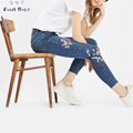 Women Jeans 2017 Spring New Fashion Flower Magpie Embroidery High Elastic Skinny Pencil Pants European Style Female Bottoms