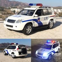 1:32 Toyota prado X6 F150 della polizia in lega modello di auto di pattuglia wagon auto acusto ottica SUV con tirare indietro per giocattolo del ragazzo di trasporto libero
