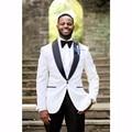 Moda homens jaqueta de smoking One Button Branco Noivo Smoking dos homens Padrinhos de Casamento Prom Ternos Noivo (Jacket + Pants + Gravata borboleta)