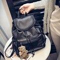 2016 Novo saco de mochilas de couro das mulheres com bonito do urso das mulheres Sacos de escola Para meninas Estudantes Viajam Saco senhora Negra Mochila