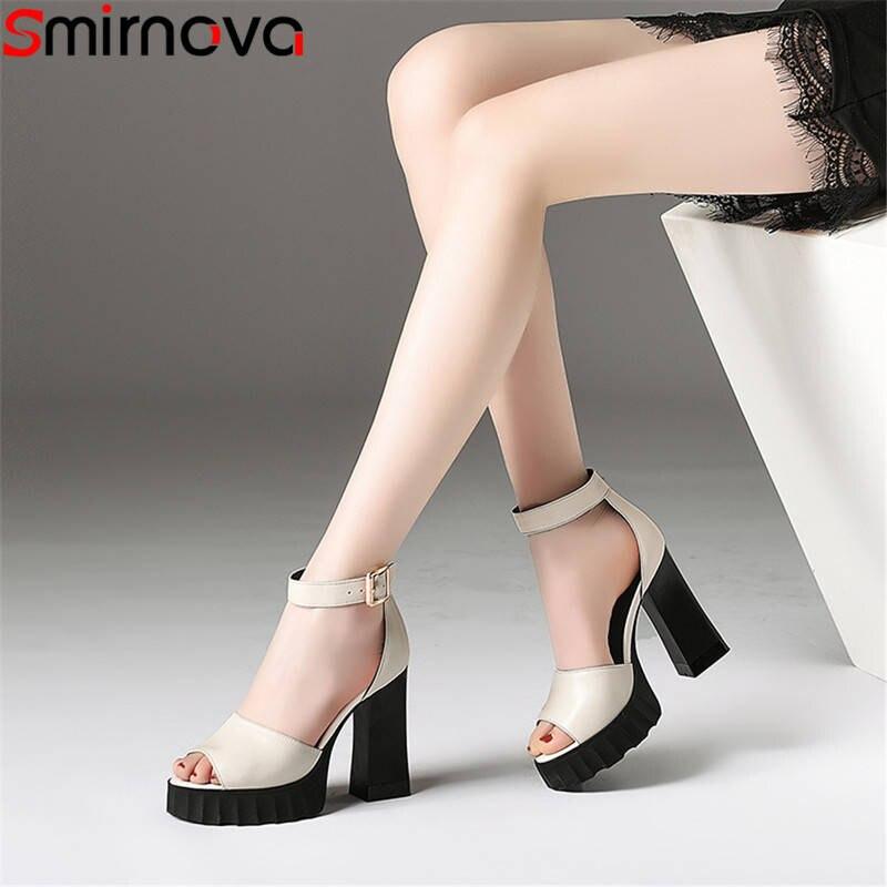 Smirnova 2020 أزياء الصيف جديد وصول أحذية امرأة زقزقة اصبع القدم مشبك الصنادل النساء جلد طبيعي عالية الكعب حفلة موسيقية الأحذية-في كعب عالي من أحذية على  مجموعة 1