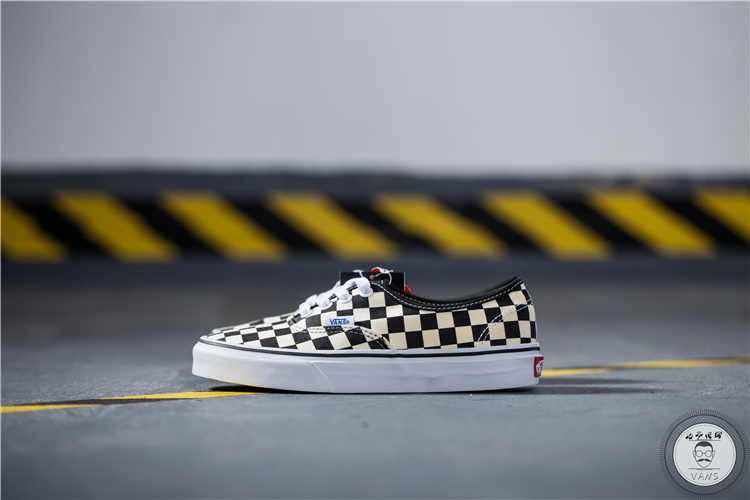 ... VANS Classic Men and Womens Sneakers Checkerboard lattice white black  grid tie canvas shoes 2320532c57f4