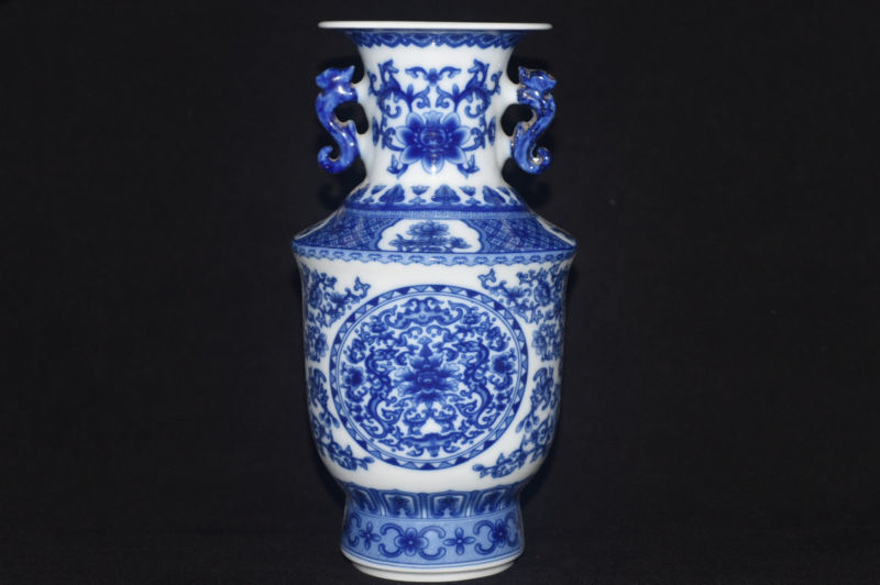 CHINESE WHITE /& BLUE PORCELAIN HAND PAINTED FLOWER VASE W QIANLONG MARK