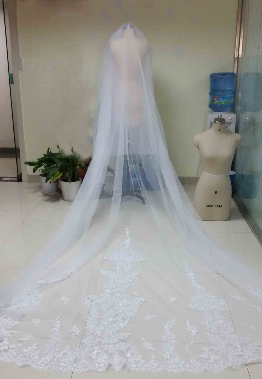 4 Meters WhiteIvory Beautiful Cathedral Length Lace Edge Wedding Bridal Veils With Comb Long Bridal Veil Voile Mariage 2015 (1)