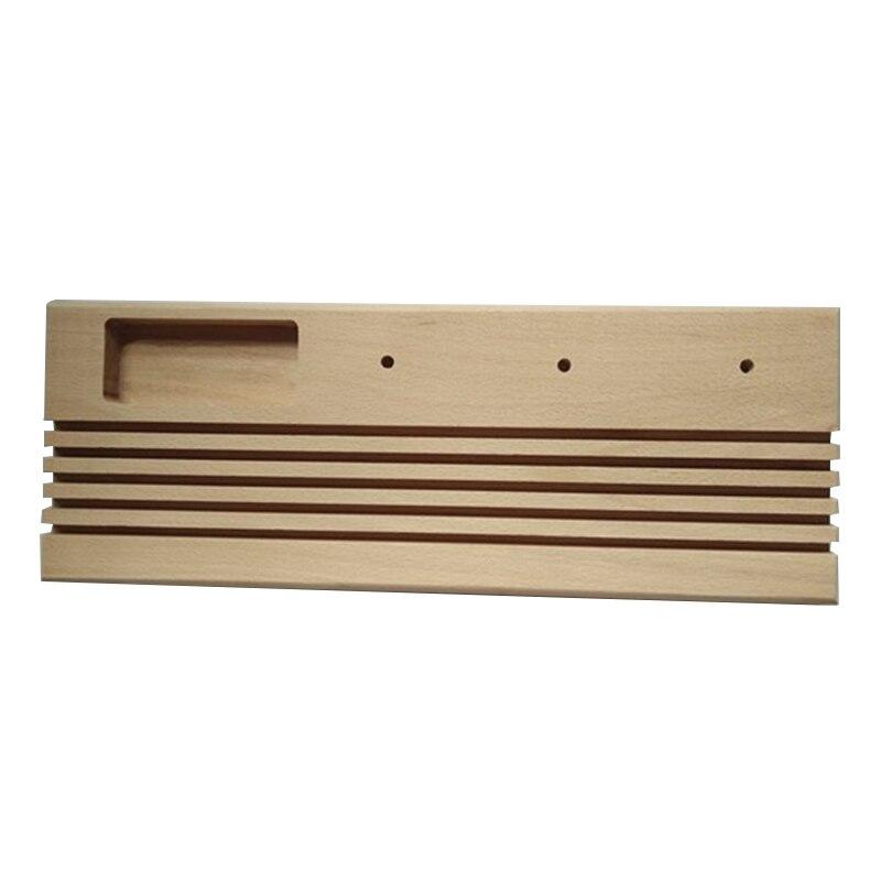 madeira com suporte de carretel e espaço