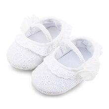 8011cf2d325 Zapatos de suela suave para bebé Christen y zapatos de bautismo diseño de  flores blancas antideslizantes