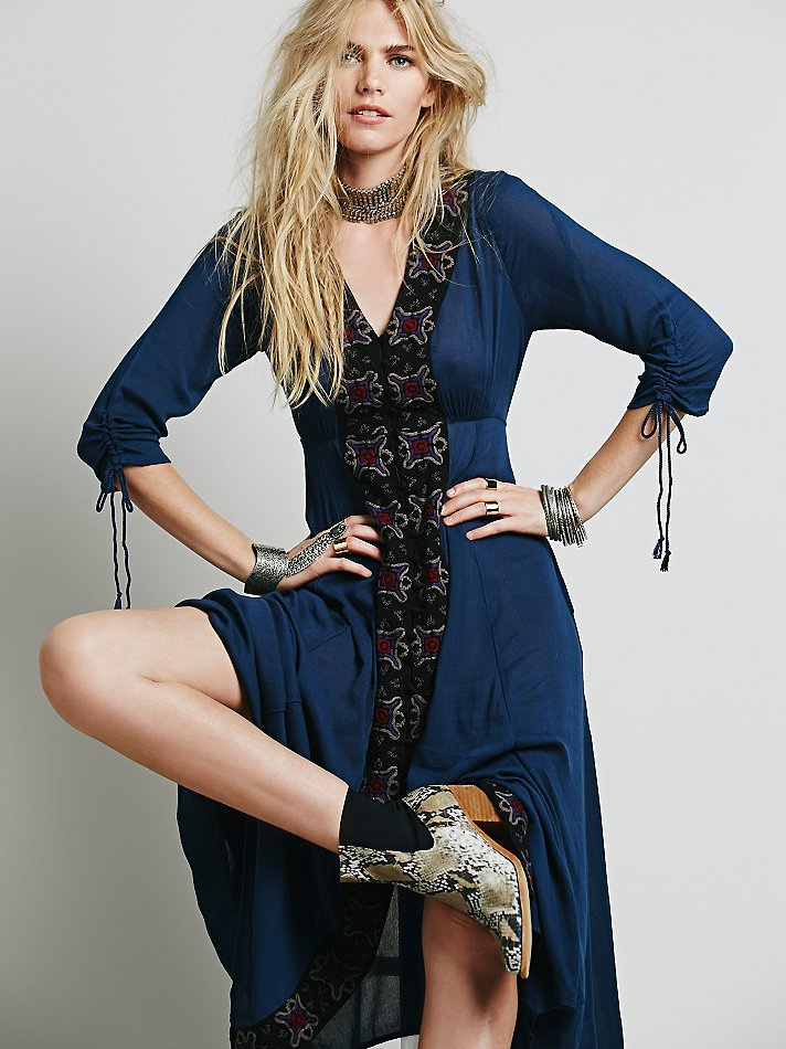 Demi cou Manches blanc Big Mode 2018 Bohe Femmes Vacances Hot Grand Élégante Style Dark V Ourlet Swing Broderie Robe New Blue Maxi De OOSwBP7q
