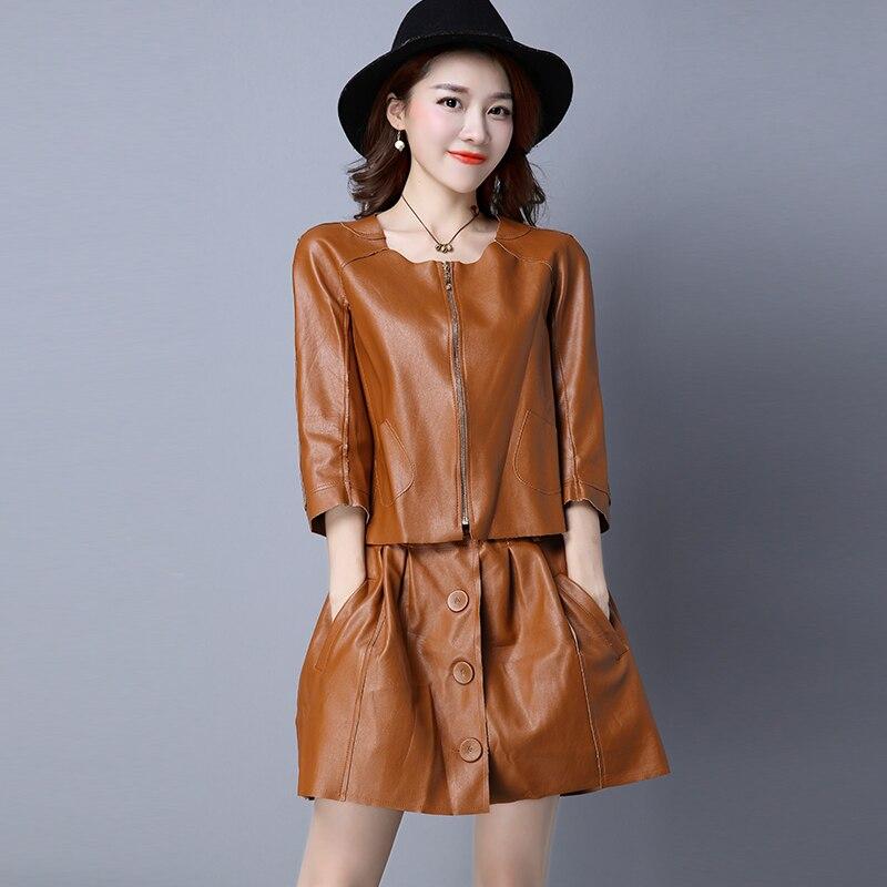 Женский кожаный костюм пиджак и юбка