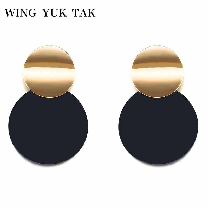 Unique Black Stud Earrings Trendy Gold Color Round Metal Statement Earrings for Women New Arrival wing yuk tak Fashion Jewelry