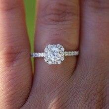c37605b40300 14 K oro blanco redondo de 3 quilates Moissanite anillo de Halo con un  pequeño blanco laboratorio de boda de diamante para las m.