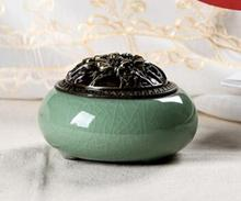 Longquan kiln celadon incense burner, ice incense burner, sandalwood aromatherapy furnace ornaments, size 10x8x7cm