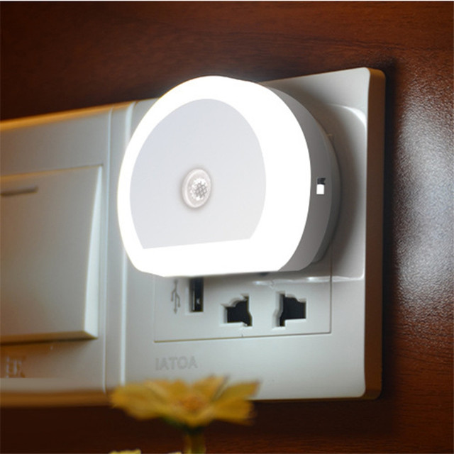 Thrisdar Light Sensor LED Night Light with Dual USB Port 5V 1A Control Room Home USB Plug in Wall Charger Lamp Plug Socket Light