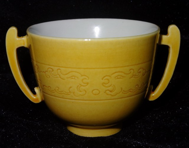 Qing Dynasty Kangxi Enamel Porcelain Yellow Glaze Dragon Painting