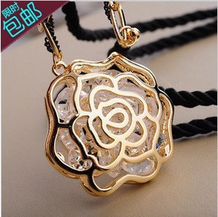2015 Promotion Direct Selling Women Jewelry Christmas Gift Free Shipping Rose Pendant Necklace Rhinestone Sweater Chain
