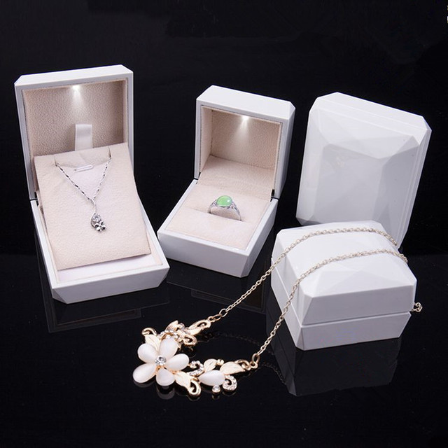 WhiteLuxury Golden White Pink Blue Ring Pendant Box Jewelry