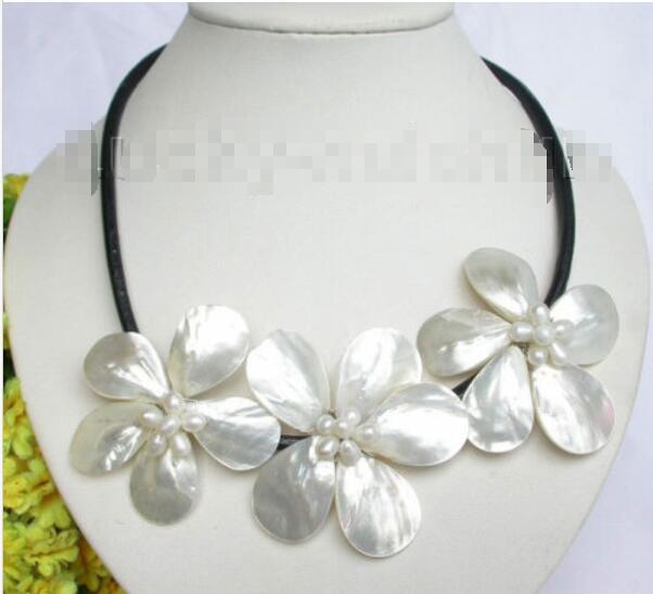 Vente chaude nouveau Style > > > > > Baroque floraison blanche perle coquillage collier en cuir de cou j7458